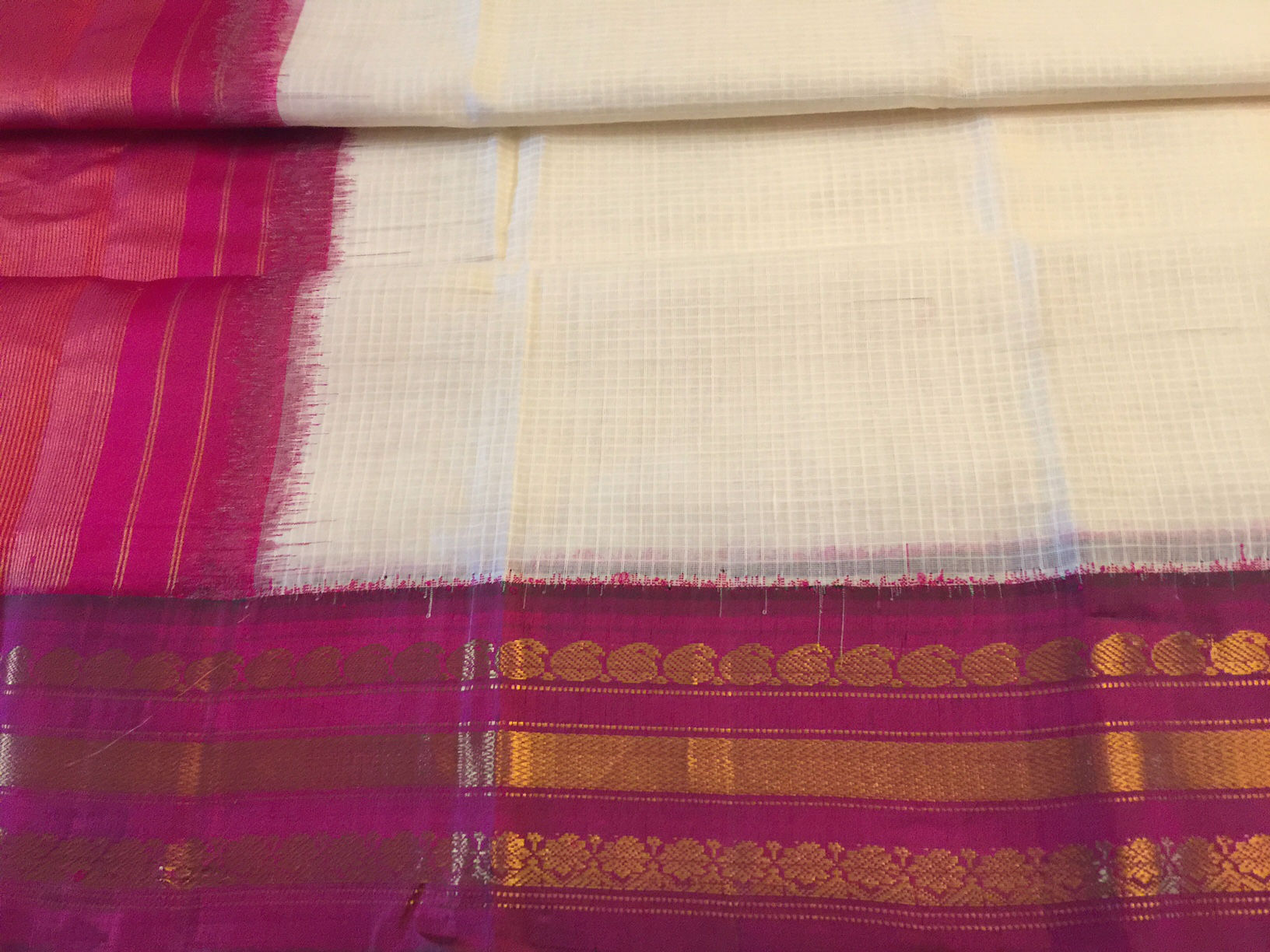 Gadwal Cream and Majenta Saree