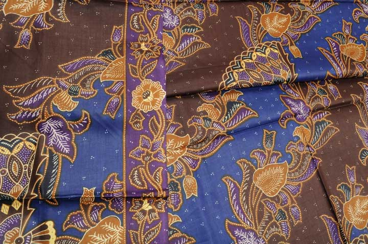 Lungi batik print brown blue diagonal